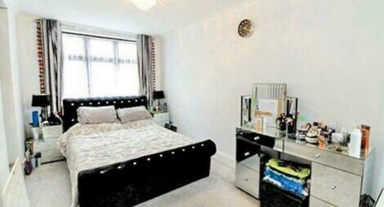 £1650 PM – 3 KING BEDROOM FLAT FOR RENT IN REDBRIDGE