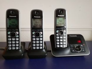 PANASONIC ANSWERING MACHINE with THREE HANDSETS
