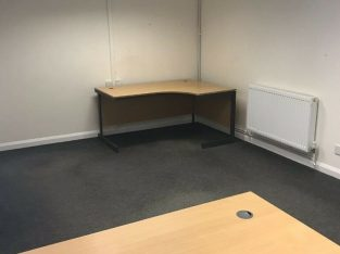 2 / 3 Desk offices to rent