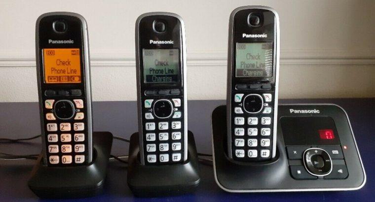 PANASONIC ANSWERING MACHINE with THREE HANDSETS