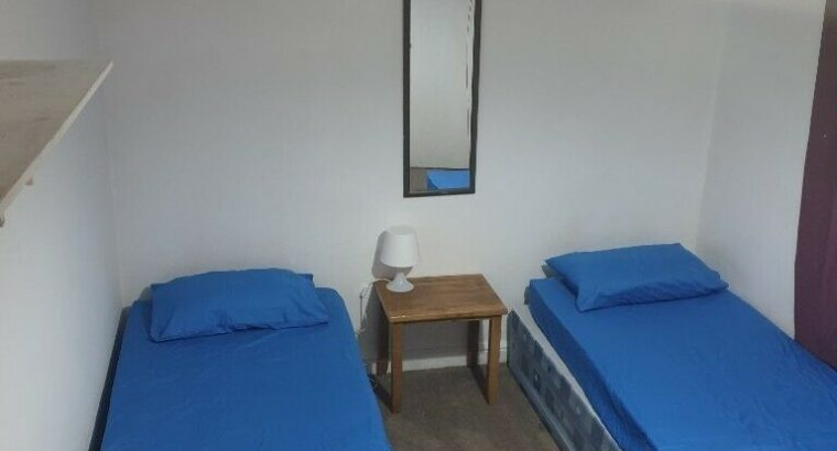 Twin room to rent in Beckton, no fees, 2 weeks deposit £160 PW