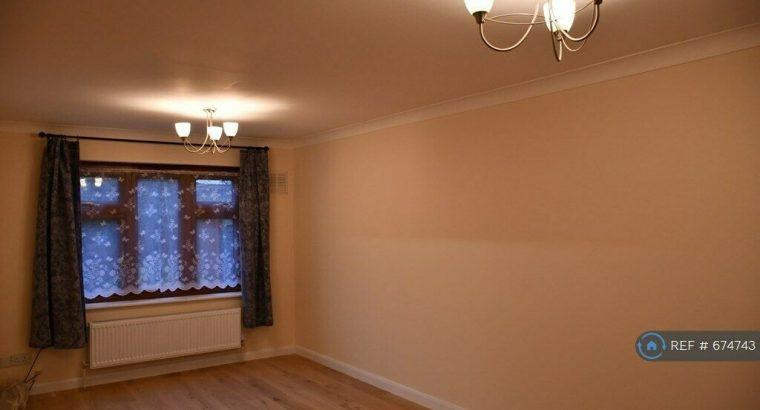 3 bedroom house in Lambert Road, London, E16 (3 bed) (#674743)