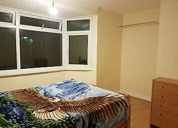 A fantastic opportunity to purchase this 3 room with garage,garden and drive way.