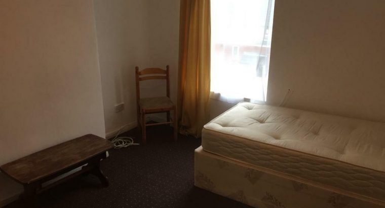 Rooms to rent in shared houses Universal Credit only and housing benefit. No Deposit or Agency Fees