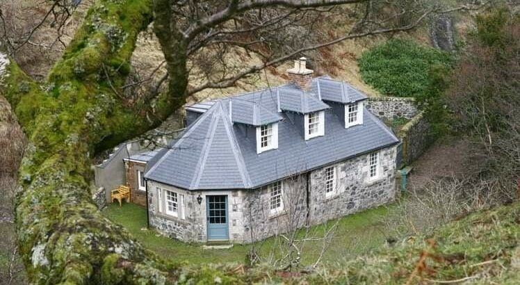 Two luxury holiday cottages with some availability £500 PW