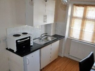 One Bedroom flat located in West London available £230 pw