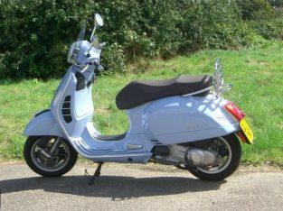 Vespa gts300 scooter