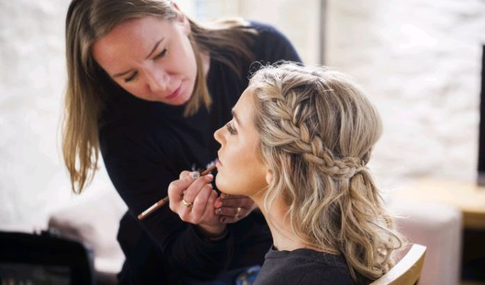 WANTED – Hairstylist / Makeup artist