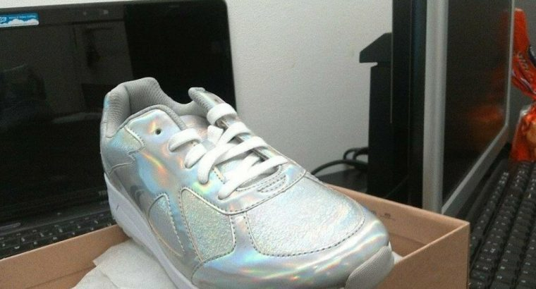CLACKS ORIGINAL ADVEN MAZE JNR SILVER TRAINERS IN UK SIZE 5.5 AND EUR SIZE 39 £ 20.00