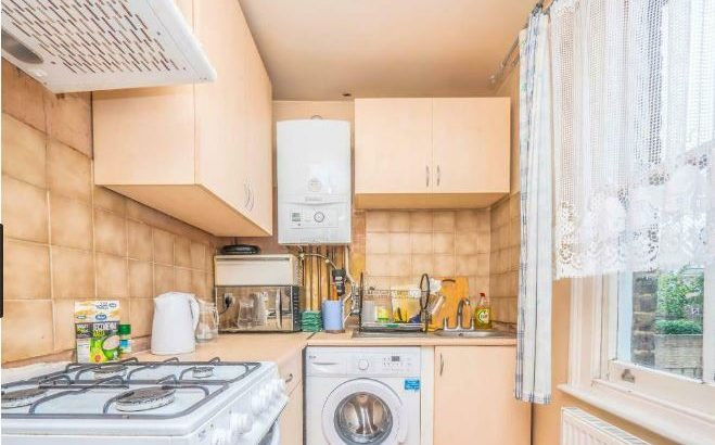 2 bedroom flat in The Park, London, W5