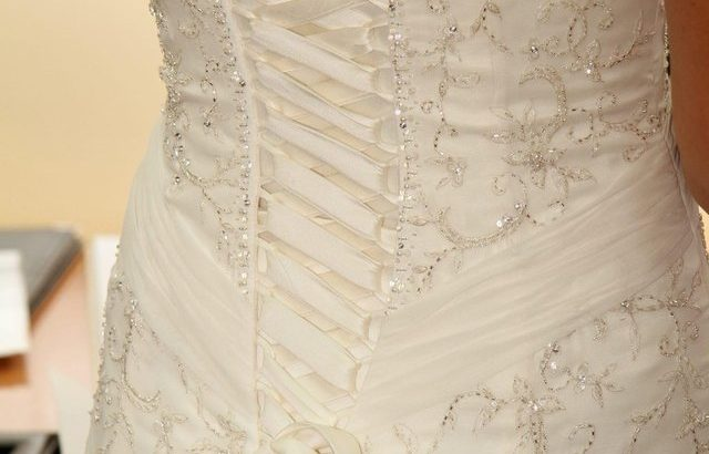 Beautiful wedding dress for sale £300 ONO