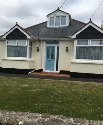 Spacious 3 Double Bedroom Chalet Bungalow in Devon