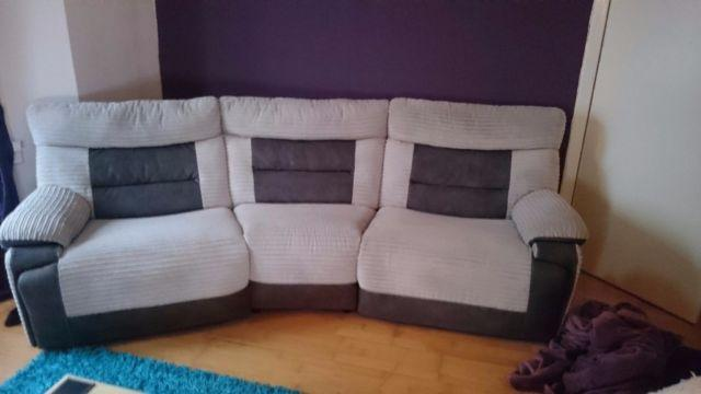 Luxury Recliner Suite For Sale 1 Year Old