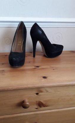 Ladies size 5 platform stilettos
