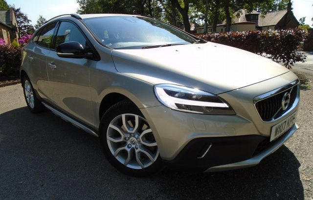VOLVO V40 2.0 T3 CROSS COUNTRY PRO 5DR 2017