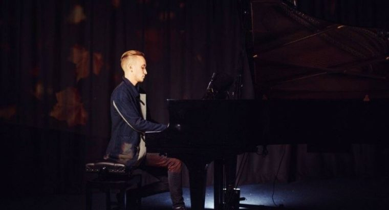 Piano/Music Teacher Available in North London