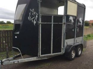 Bateson horse box trailer