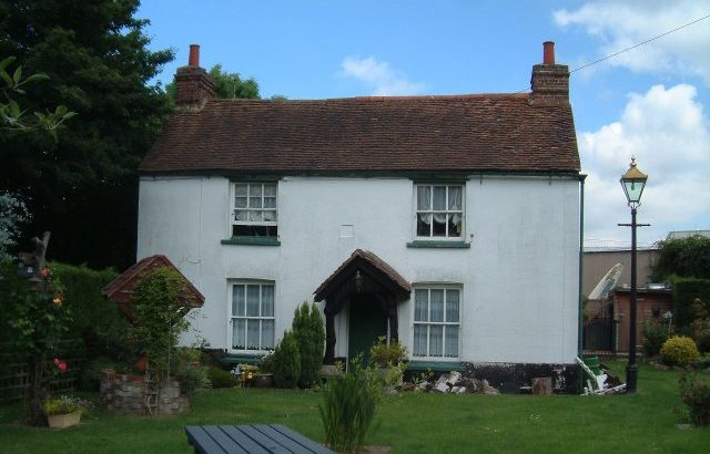 Large Room for rent in Charming detached Country Home