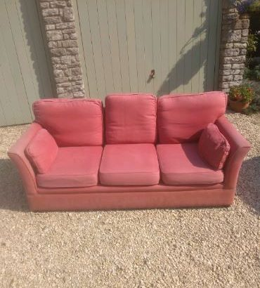 3 seat sofa – Free to collect.