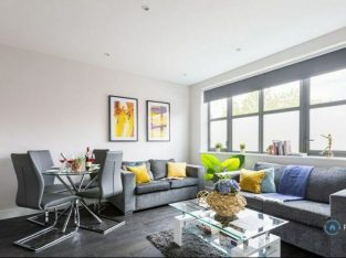 1 bedroom flat in Tolpits Lane, Watford, WD18 (1 bed) (#822708)