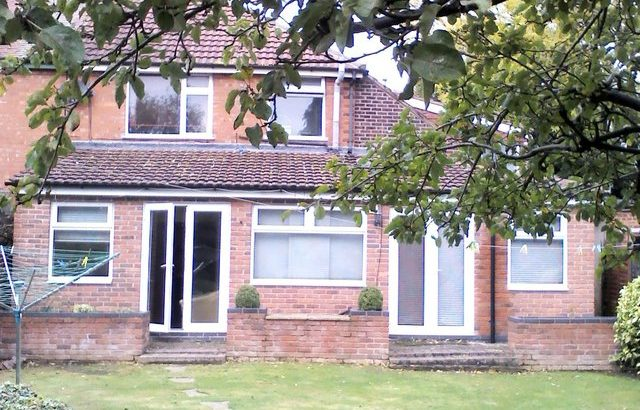 ROOM TO LET with part ensuit Narborough Road South Leicester