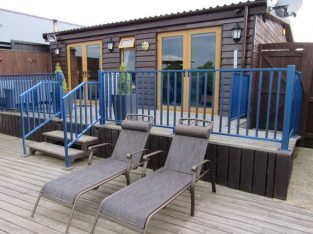 Norfolk Broads Self Catering Riverside Holiday Home