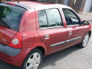 Renault clio 02 reg,1.5 dci,20 pounds tax,11 months mot