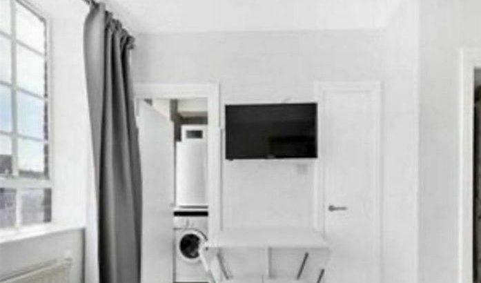 Studio flat in Chelsea Cloisters, Sloane Avenue, SW3