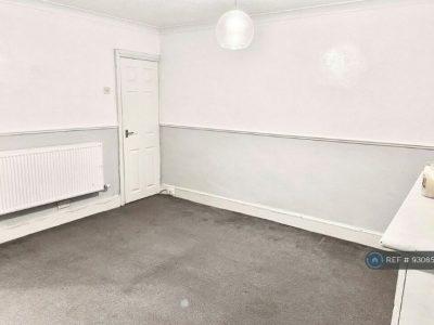1 bedroom house in Peel Street, Morley , LS27 (1 bed) (#930856)