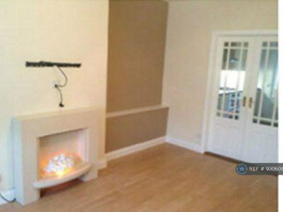 3 bedroom flat in Carlibar Avenue, Glasgow, G13 (3 bed) (#930608)