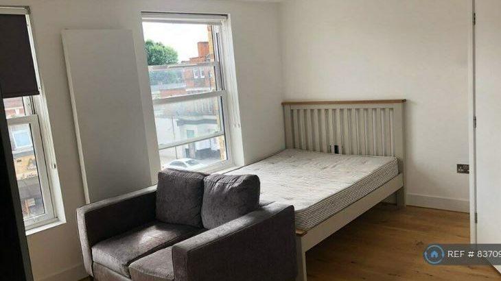 Studio flat in Uxbridge Road, London, W12 (#837094)