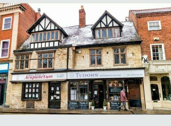 SHOP TO LET IN GRANTHAM HIGH STREET