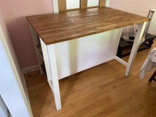 Excellent condition kitchen table Offer
