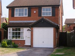 3 bedroom house in Mitchell Way, Woodley Reading, RG5