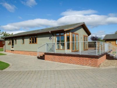 48 x 20 Luxury 2 bed LODGE with study & utility & HOT TUB