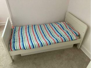 Toddler bed and mattess