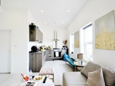 Fabulous 1 Bed Flat Available From 8 December 20 In Raynes Park