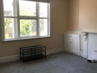 newly refurished 1 bedroom flat in EastHam to rent for just £1055 PCM