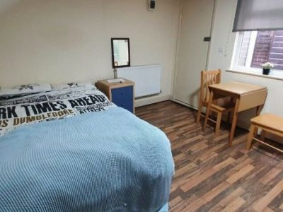 Lovely room with Garden view available now ! Only £140pw with all bills included   ref. 06C-63