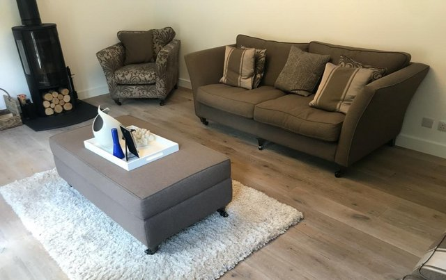 As New Ashley Manor 4 piece suite (including matching table) £1,250 ovno