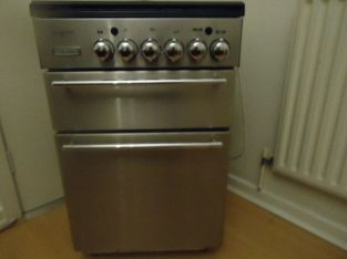 GAS COOKER 55cm WIDE SPOTLESSLY CLEAN