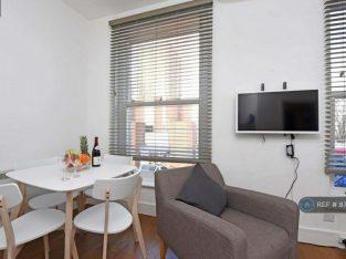 2 bedroom flat in Falcon Road, London, SW11 (2 bed) (#875945)