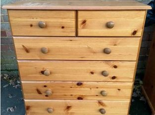 Pine chest of 6 drawers in clean condition