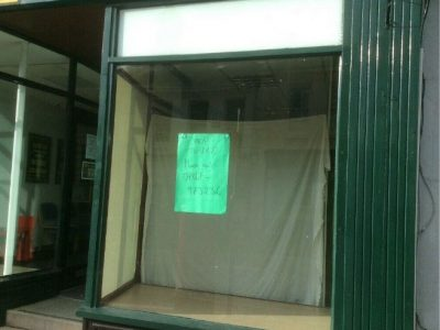 Shop with a large displaywindow to let