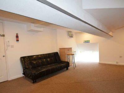 Studio flat in Pretoria Road, Ilford
