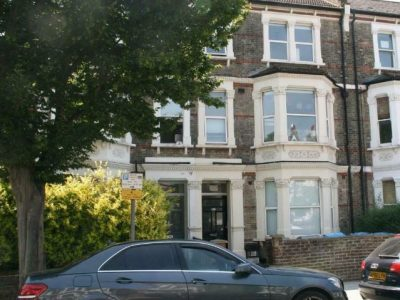 Double bedsit in Harvist Road, North West London
