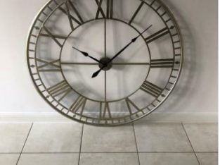 Vintage decorative wall clock – metal