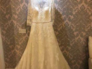 Wedding dress Size 12/14 Ivory