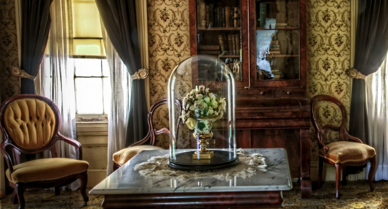 Common Mistakes to avoid while Purchasing an Antique Furniture